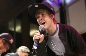 Justin Bieber : Regardez la jeune star de 15 ans interpréter un chant de Noël pour... Barack Obama !