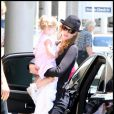 Nicole Kidman, Keith Urban et leur fille Sunday Roseà l'aéroport de Sydney le 5 janvier 2010