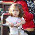 Valentina, la fille de Salma Hayek et François-Henri Pinault s'amuse avec sa famille sur le Santa Monica Pier le 2 janvier 2010