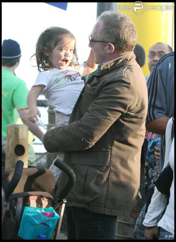 François-Henri Pinault et sa fille Valentina sur le Santa Monica Pier le 2 janvier 2010