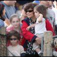François-Henri Pinault se promène sur le Santa Monica Pier le 2 janvier 2010 avec ses enfants François, Mathilde et Valentina ainsi qu'avec sa belle-mère Diana, maman de Salma Hayek