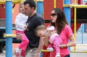 Ben Affleck est un papa et un mari comblé... entouré de ses trois Pink Ladies !