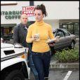 Britney Spears achète une boisson frappée avant de se rendre dans un salon de manucure, le 26 janvier 2010.