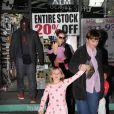 Heidi Klum et Seal en promenade avec leurs enfants dont la petite dernière Lou, à Los Angeles le 12 janvier 2010