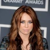 Miley Cyrus se déshabille pour Haïti !