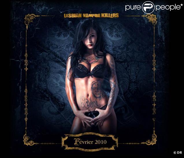 Le très sexy calendrier de  Lesbian Vampire Killers , disponible dans le DVD édité par Wild Side Vidéo.