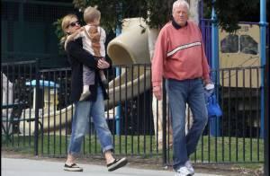 Julia Roberts : une maman dévouée, qui laisse apparaître son petit bidon... de femme enceinte ?