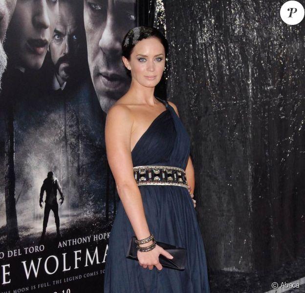 La belle Emily Blunt à l'occasion de l'avant-première de Wolfman, dans l'enceinte de l'ArcLight Theatre d'Hollywood, à Los Angeles, le 9 février 2010.