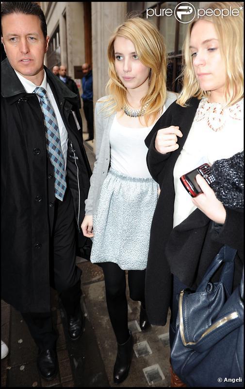 Emma Roberts arrive à la station de radio BBC à Londres le 12 février 2010