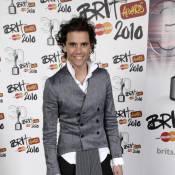 Mika : Découvrez le look exubérant qu'il a créé avec sa soeur... pour une grande vedette !