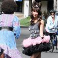 Jennifer Love Hewitt en mode Lady Gahga, elle s'amuse bien !