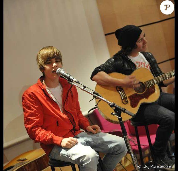 Justin Bieber dans les locaux d'Universal, à Paris, le 23 février 2010