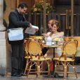 Angelina Jolie sur le tournage de The Tourist à Paris le 23 février 2010, face à Mhamed Arezki