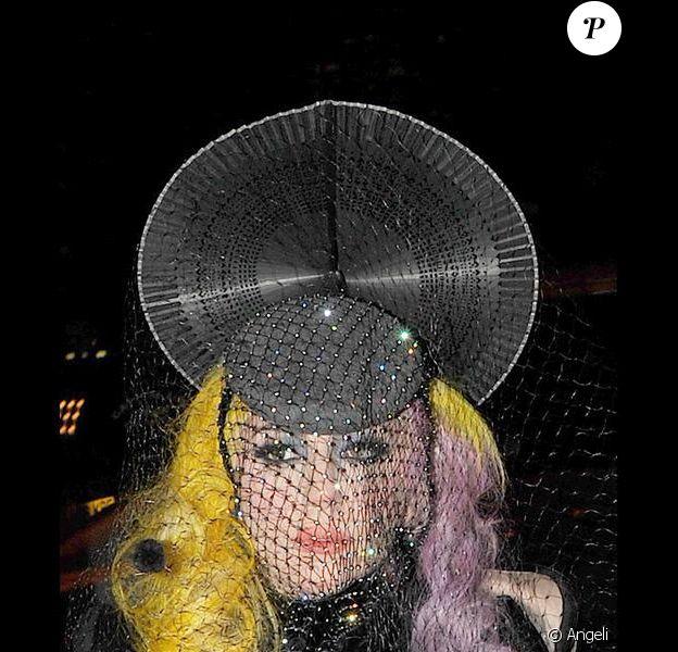 Lady Gaga arrive au Buddha Bar de Londres (2 mars 2010)
