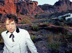Bob Dylan agréablement bousculé par une fan...