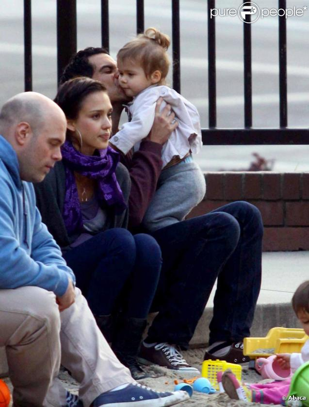 Jessica Alba, Cash Warren et leur adorable Honor dans un parc de Los Angeles