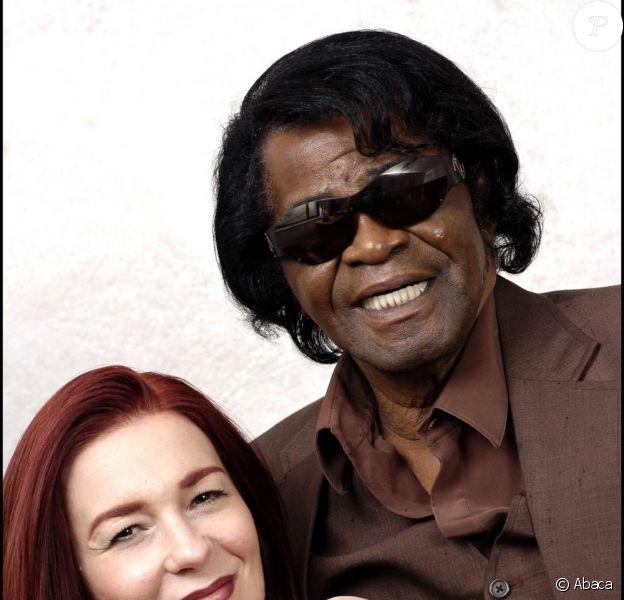James Brown (en photo avec sa dernière épouse Tommy Rae) : alors que le lieu de son repos éternel n'a toujours pas été déterminé, une de ses filles prétend que son corps a disparu !
