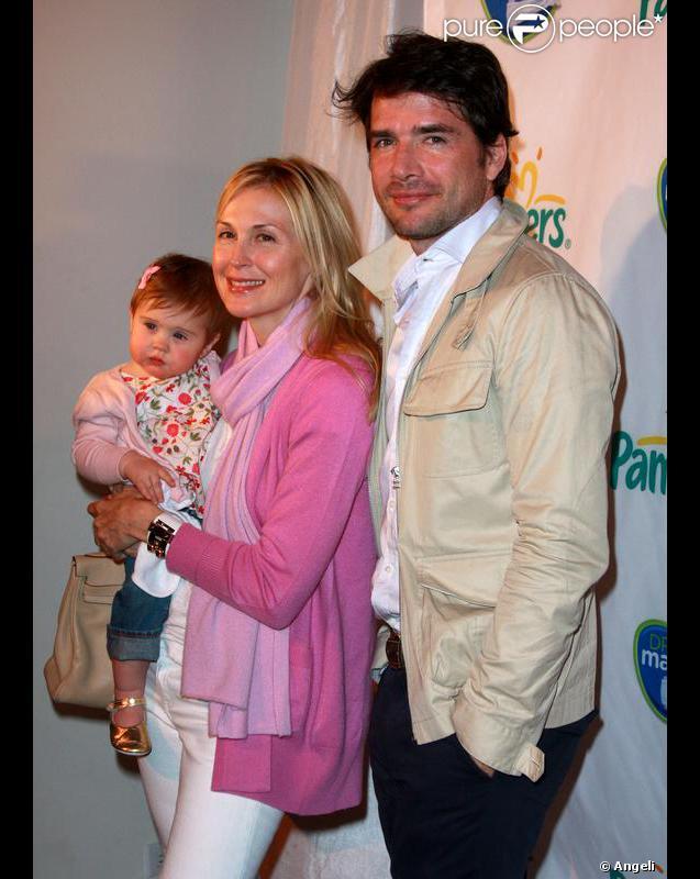 Kelly Rutherford et sa fille Helena, et Matthew Settle, lors de la soirée Pampers à New York, le 18 mars 2010