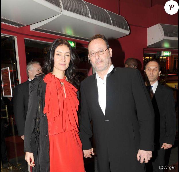 Jean Reno et sa femme Zofia, à l'occasion de l'avant-première de L'immortel, qui s'est tenue au Gaumont Opera, à Paris, le 22 mars 2010.