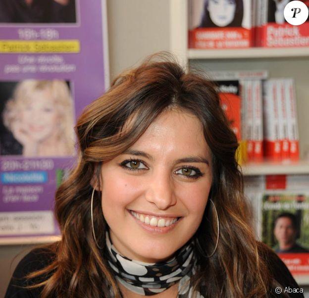 La Salon du Livre 2010 se tient à Paris jusqu'au 31 mars, et accueille de nombreux people-auteurs, dont Laetita Milot