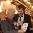 La Salon du Livre 2010 se tient à Paris jusqu'au 31 mars, et accueille de nombreux people-auteurs, dont Guy Bedos et Stéphane Guillon