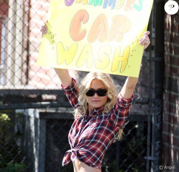 La pétillante Cameron Diaz et ses interminables gambettes sur le tournage de Bad Teacher, à Los Angeles, le 28 mars 2010.