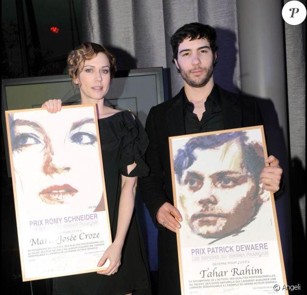 Tahar Rahim et Marie-Josée Croze à l'occasion de la remise des prix Romy Schneider et Patrick Dewaere, qui s'est tenue à l'Hôtel Renaissance, à Paris, le 29 mars 2010.
