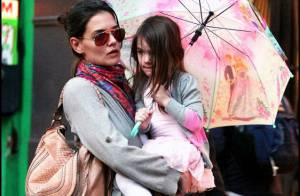 Suri Cruise : la fille de Katie Holmes et Tom Cruise fait un remake de Sex and the City ! Toutes les photos ! (Réactualisé)