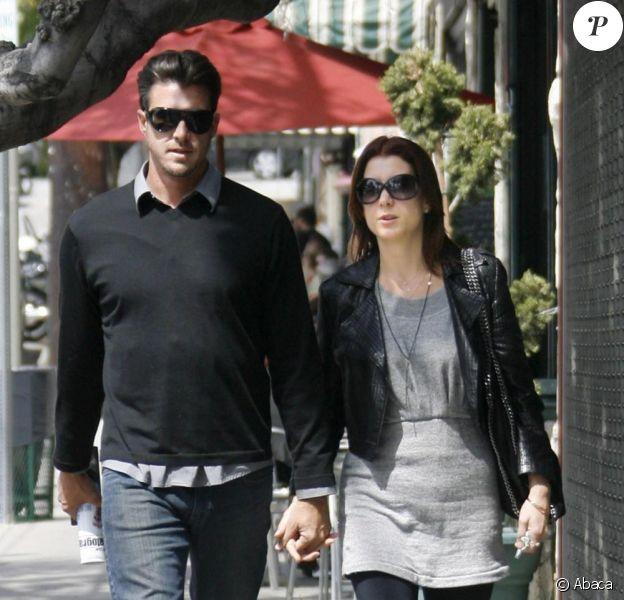 Samedi 3 avril, Kate Walsh et Neil Andrea profitaient du soleil radieux qui  tapait sur Los Angeles pour aller déjeuner dans un restaurant.