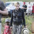 Madonna avec sa fille Mercy au Malawi, le 5 avril 2010