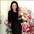 Angelina Jolie reçoit l'Oscar de la meilleure actrice pour  Une vie volée , le 27 mars 2000 !