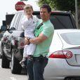 Mark Wahlberg va chercher son petit Michael au karaté (17 avril 2010)