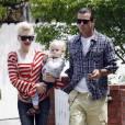 Gwen Stefani, son époux Gavin Rossdale et leurs enfants Kingston et Zuma à Los Angeles le 17 avril 2010