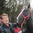 Le 24 avril 2010, David Hasselhoff a fait ami-ami avec un cheval en Allemagne avant d'aller faire son come-back musical dans une émission !