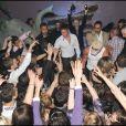 Michael Vendetta est accueilli par une centaine de fans à l'entrée de la discothèque Le Seven à Cambrai à l'occasion d'une soirée Bogossitude !
