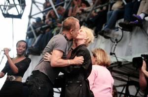 Sting et sa femme Trudie s'offrent un baiser de cinéma... devant les Na'vis de James Cameron !