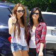 Après-midi entre copines pour Miley Cyrus et Demi Lovato, à Beverly Hills, le 25 avril 2010 !