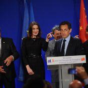 Carla Bruni et Alain Delon, des complices très dissipés derrière Nicolas Sarkozy !