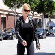 Melanie Griffith, ravissante, en shopping à Beverly Hills, le 28 avril 2010.