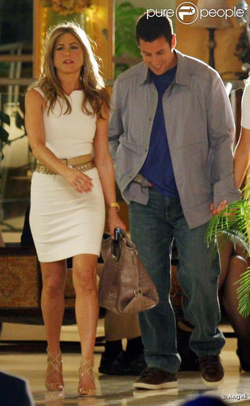 Jennifer Aniston et Adam Sandler lors du tournage de Just Go With It