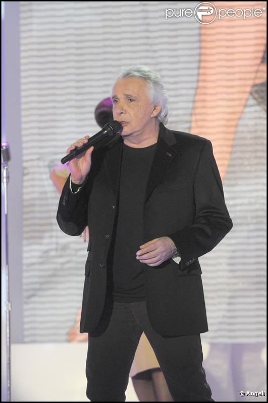 Michel Sardou sur le plateau de Vivement Dimanche, diffusé le 9 mai prochain.