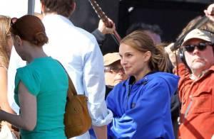 Natalie Portman, même en bleu de travail, elle est irrésistible... Ashton Kutcher est sous le charme !