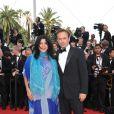 Vincent Perez et une amie sur le tapis rouge pour l'ouverture du festival de Cannes le 12 mai 2010