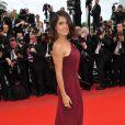 Salma Hayek, habillée par Gucci, sur le tapis rouge pour l'ouverture du festival de Cannes le 12 mai 2010