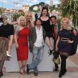Mathieu Amalric présente son film Tournée en compagnie des comédiens dont les pétulantes actrices lors du festival de Cannes le 13 mai 2010