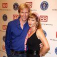 Jack Wagner et Sarah Brown sont là pour recevoir le prix de la série la plus populaire pour Amour, Gloire et Beauté (18 mai 2010 à Los Angeles)