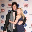 Ron Moss et Adrienne Frantz sont là pour recevoir le prix de la série la plus populaire pour Amour, Gloire et Beauté (18 mai 2010 à Los Angeles)