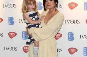Lily Allen nous présente son nouveau bébé... et son irrésistible petite soeur nous fait du charme !