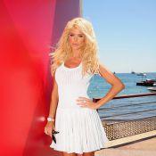 Cannes 2010 - Quand Victoria Silvstedt joue les sirènes à Cannes, personne ne peut lui faire de l'ombre !