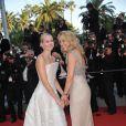Naomi Watts (vêtue d'une robe Armani Privé) et Valerie Plame montent les marches du 63e festival de Cannes, à l'occasion de la projection de Fair Game. Le 20 mai 2010